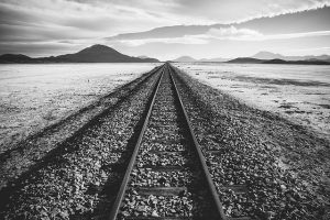 railroad-tracks-1081952_640